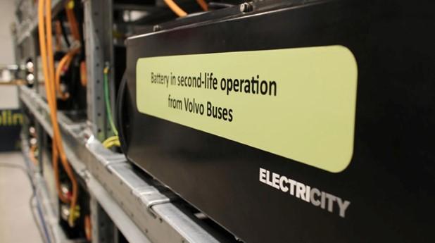 Begagnat elbussbatteri i brf Viva.