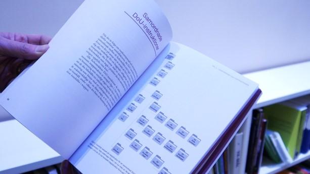 Boken Instruktioner för drift och underhåll beskriver hur drift- och underhållsinstruktioner till ett bygg- eller förvaltningsobjekt kan föreskrivas och upphandlas. Den redogör även för samhällets krav och klargör skillnaderna mellan instruktioner för drift och underhåll och entreprenaddokumentation. En stor nyhet i boken är att den i första hand beskriver en digital instruktion.