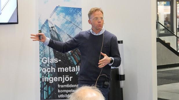 Jerker Lundgren, VD för Skandinaviska Glassystem AB, höll på Nordbygg en trendspaning där han påpekade att det redan idag finns teknik som möjliggör att bygga helglasade passivhusfasader i glas och som uppfyller energikraven såväl som kraven på dagsljusinsläpp.