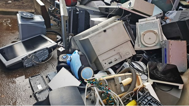 35502675-pile-of-used-electronic-and-housewares-waste