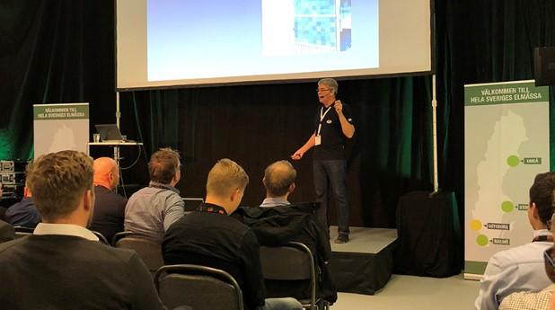 Örjan Borgström håller på att ta fram ett utkast till en handbok om elektriska aspekter på solcellsinstallationer.