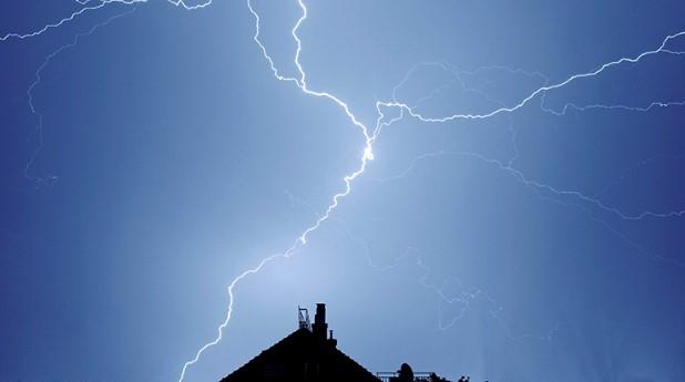 blixtrar över hustak_sved-oliver_740x413