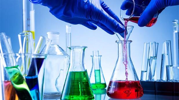 kemikalier i labglas_gergely-zsolnai_740x413