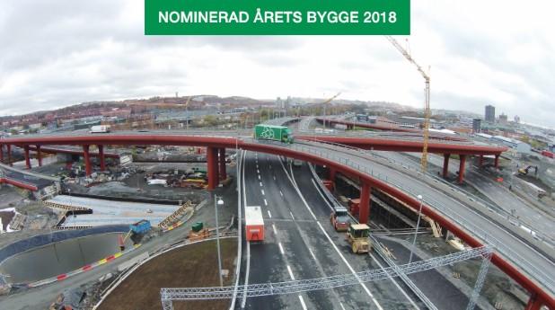 Skanska byggde Partihallsbron för fem år sedan. Peab har nu byggt två broar under den samt två tråg som ska bli nedfarten till det som ska bli nya tunneln under Göta Älv.
