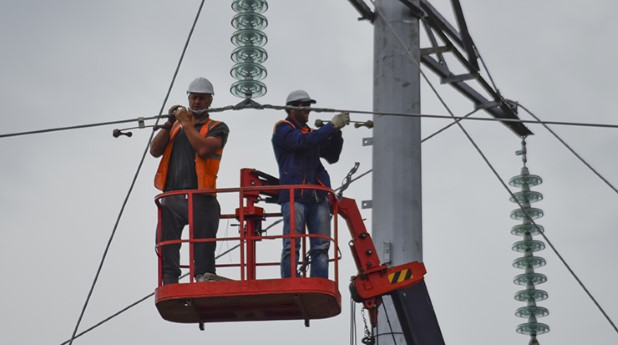 22992952-assembly-and-installation-of-new-support-of-a-power-line