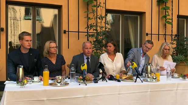 Pressträff på Rosenbad med de ministrar som är i tjänst.