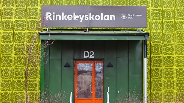 rinkebyskolan_ingång till skolan_mostphotos