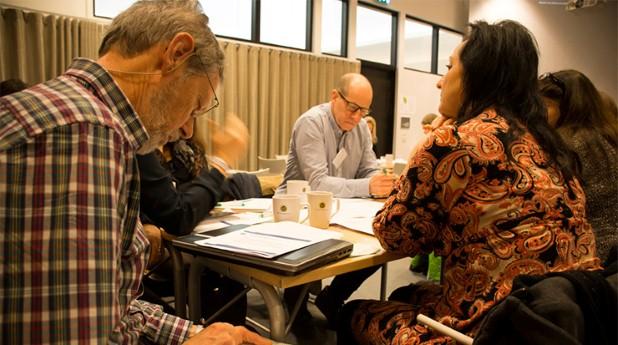 passivhusdagen-bild diskussion runt bordet