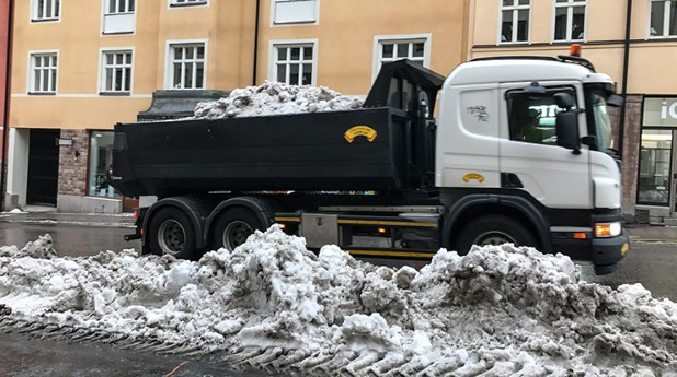 lastbil-med-sno