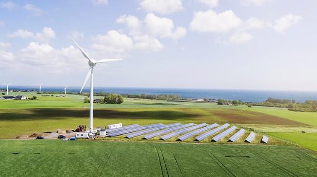 Sol- och vindkraft med tillhörande flödesbatteri  strax intill Simris i SKåne.