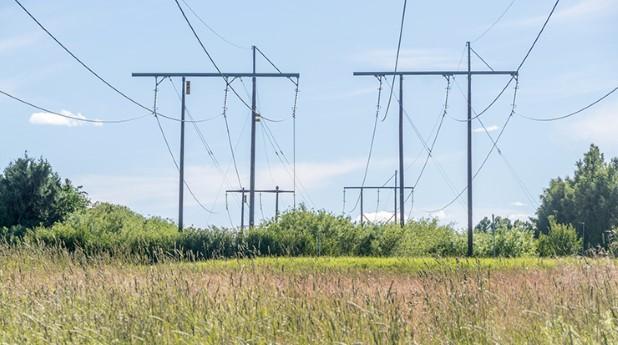 kraftledning-sommar