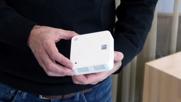 Varje brandvarnare är försedd med rörelsedetektorer. De mäter även luftfuktighet och kan indikera en vattenläcka om luftfuktigheten höjs.