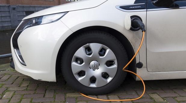 8424058-electric-car