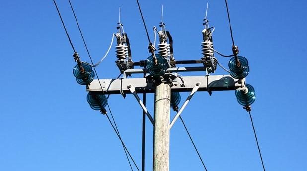 5678837-elstolpe-med-isolatorer