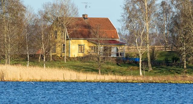 hus-vid-vattendrag