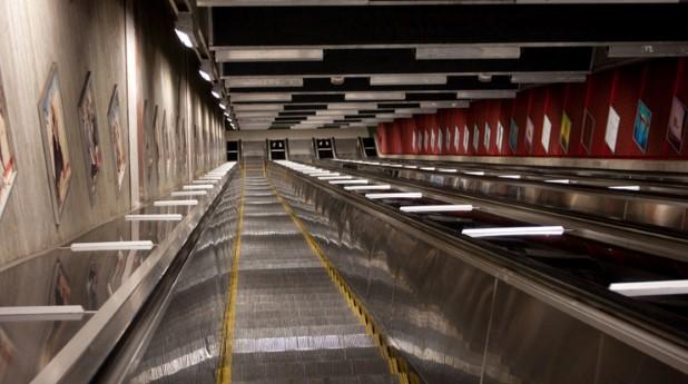 Rulltrappa till tunnelbanan