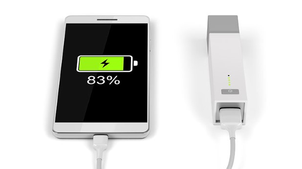 16844946-smartphone-charging-with-power-bank
