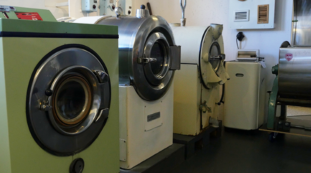 Många gamla fina tvättmaskiner på VVS-museet.