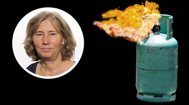 Brinnande gas ur flaska och Carina Fredström