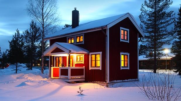 Småhus i vinterlandskap