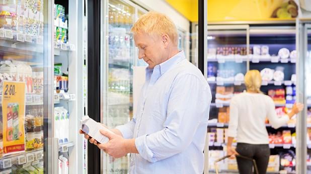 kylskåp i en livsmedelsbutik