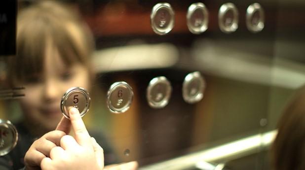 huvudbild-hiss-barn-knapp