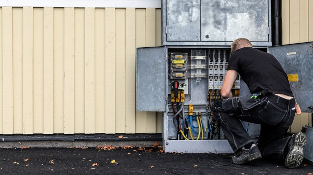 5763656-elektriker-i-arbete
