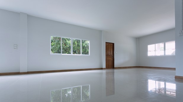 21153325-empty-white-room-interior-in-residential-house-building