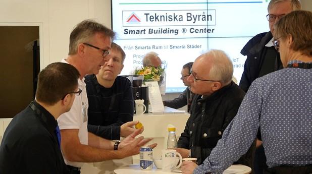 KNX Installatörshandboken vänder sig till den som konstruerar och installerar moderna elanläggningar i alla typer av fastigheter.