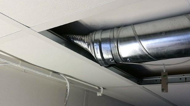 Skräckexempel på en anslutning med flexibel ventilationskanal