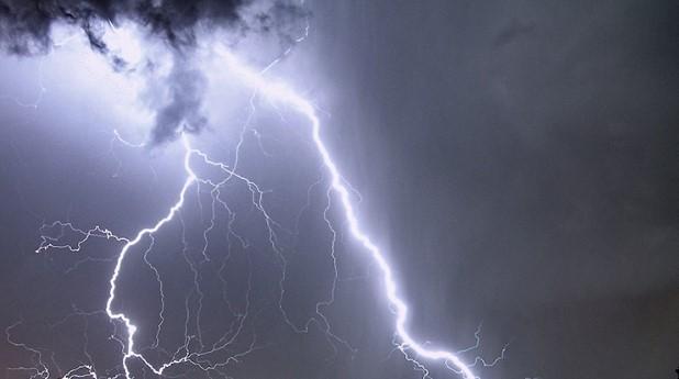618052-big-lightning